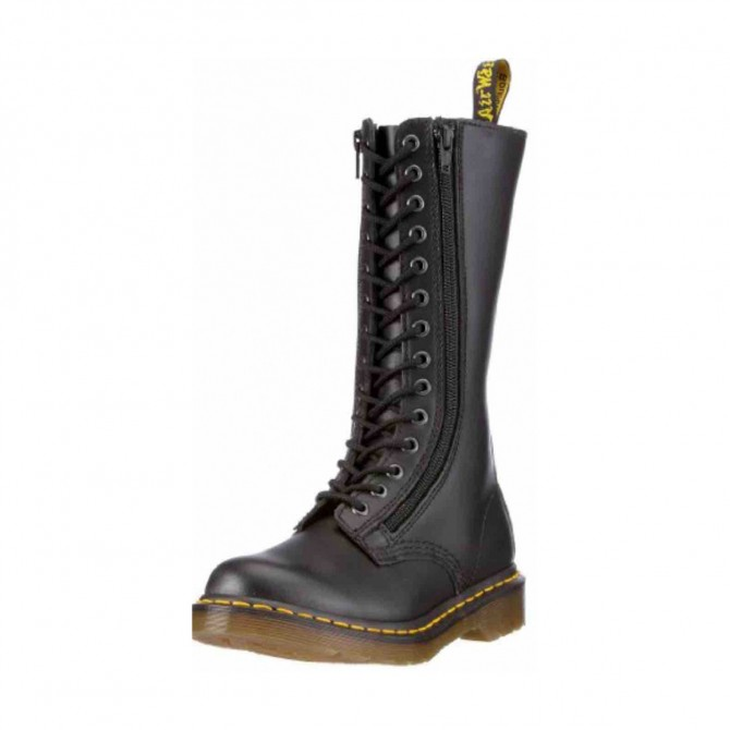 DR. MARTENS black boots