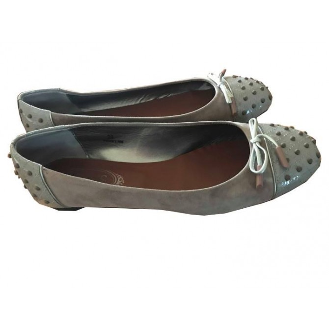 Tod's ballet flats in taupe suede and patent leather details