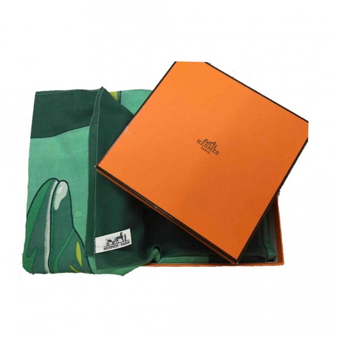 Hermes pareos with dolphin print 100% cotton in the original box