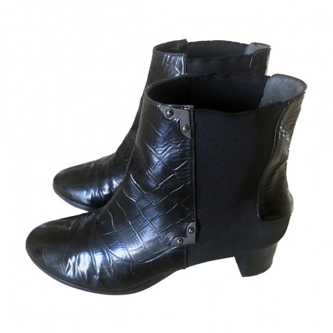 DANOS black ankle boots