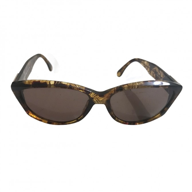 VALENTINO sunglasses in tartaruga cat eye model