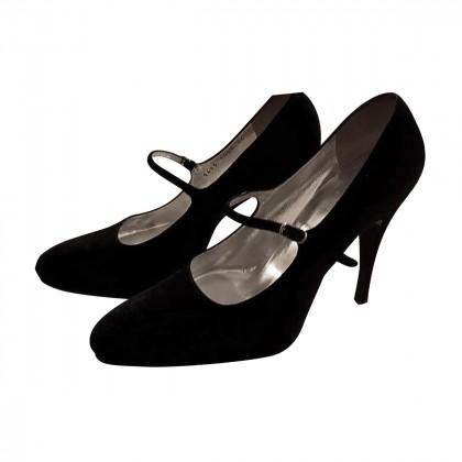 Dolce & Gabbana black Suide heels.
