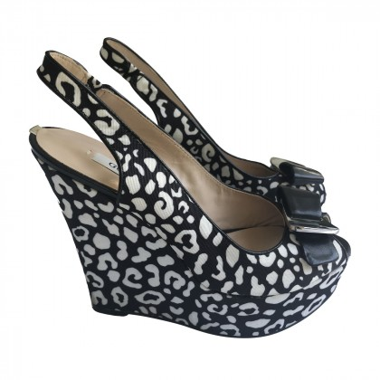 Guess Black White print peep toe Wedges