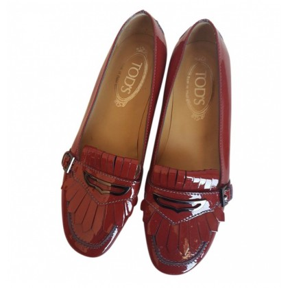 Tod's patent leather fringed red mocassins