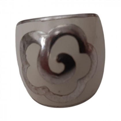White enamel silver ring with flower pattern size 53