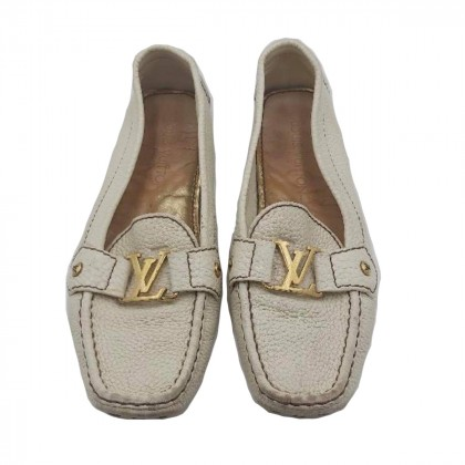 Louis Vuitton off white grained leather loafers size 38
