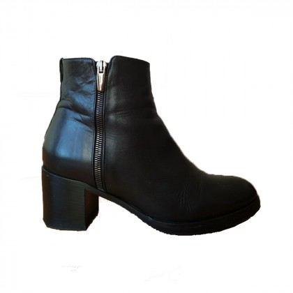 pallenere B2361 black leather heeled ankle boots by studio petridis size IT37