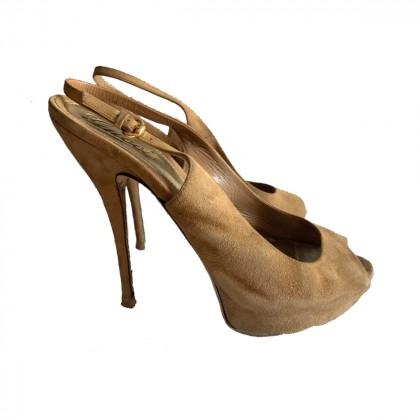 Gucci Beige Suede Peep Toe Platform Slingback Sandals size IT39