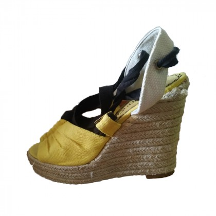 Juicy couture sandals size 40