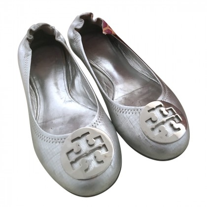 TORY BURCH SILVER BALLARINAS IT 36