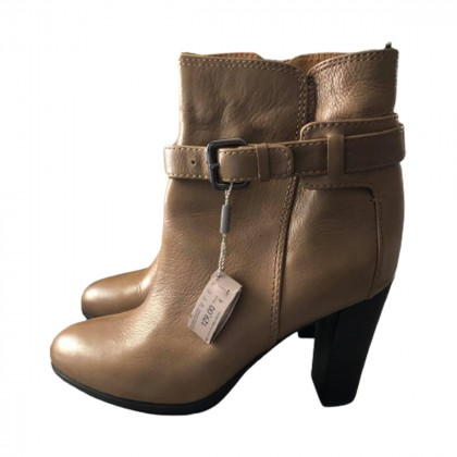 UTERQUE CAMEL ANKLE BOOTS SIZE 40-BRAND NEW