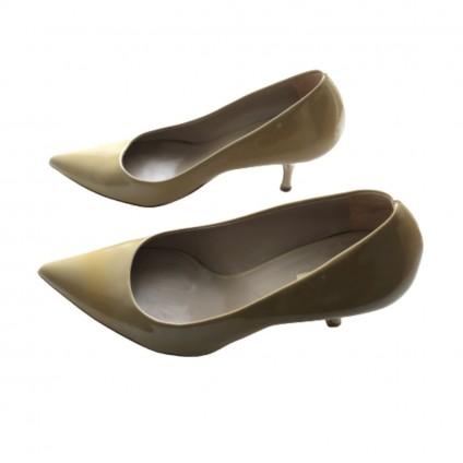 Miu Miu beige patent leather pumps size IT 35